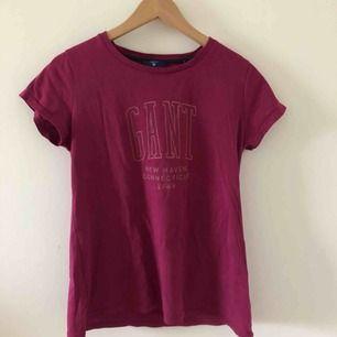Skön T-shirt från Gant! Köpare står för frakt 🌸
