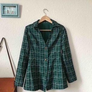 Superfin skjorta/blazer köpt på en sample sale hos aeryne, tyvärr alldeles för liten för mig så den har aldrig blivit använd:( Frakt: 59kr