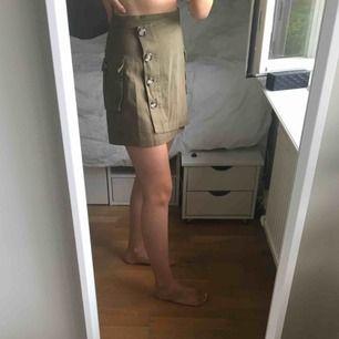 Helt ny kjol från bikbok! Storlek 38 och aldrig använd!🍀