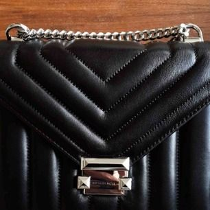 Whitney Large Quilted Leather Convertible Shoulder Bag  Helt ny och oanvänd med dustbag    Hämtas upp i Solna C eller Näckrosen