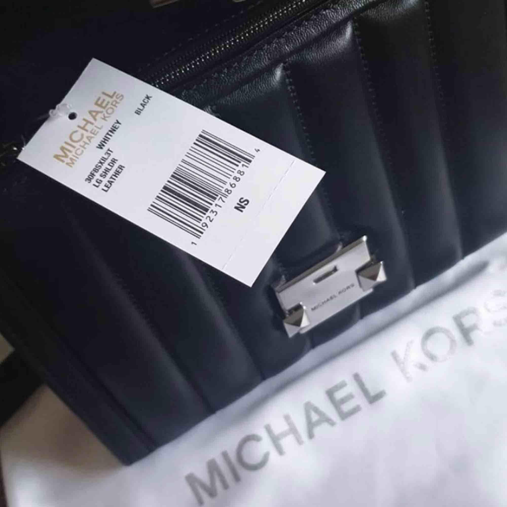 Whitney Large Quilted Leather Convertible Shoulder Bag  Helt ny och oanvänd med dustbag    Hämtas upp i Solna C eller Näckrosen . Väskor.