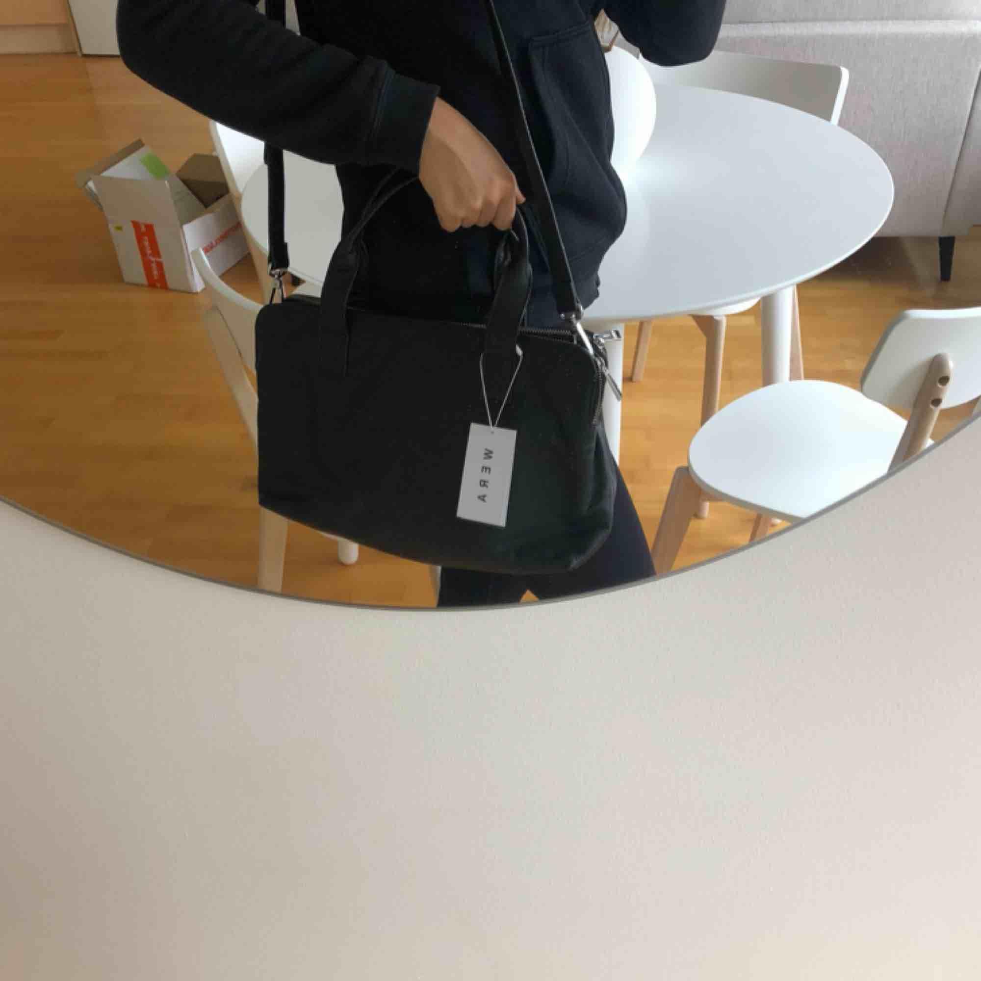 Helt ny väska från Wera med prislapp kvar. Dustbag och axelrem (som är med på bild) följer med✨ pris kan diskuteras. Väskor.