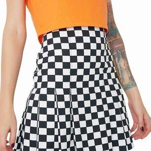Supercool rutig kjol från the ragged priest, använd 1 gång. På sidan finns en dragkedja. Frakten står köparen för♣️