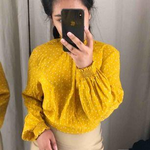 Säljer den fina tröjan själv har inte använd den mer än 3 gång
