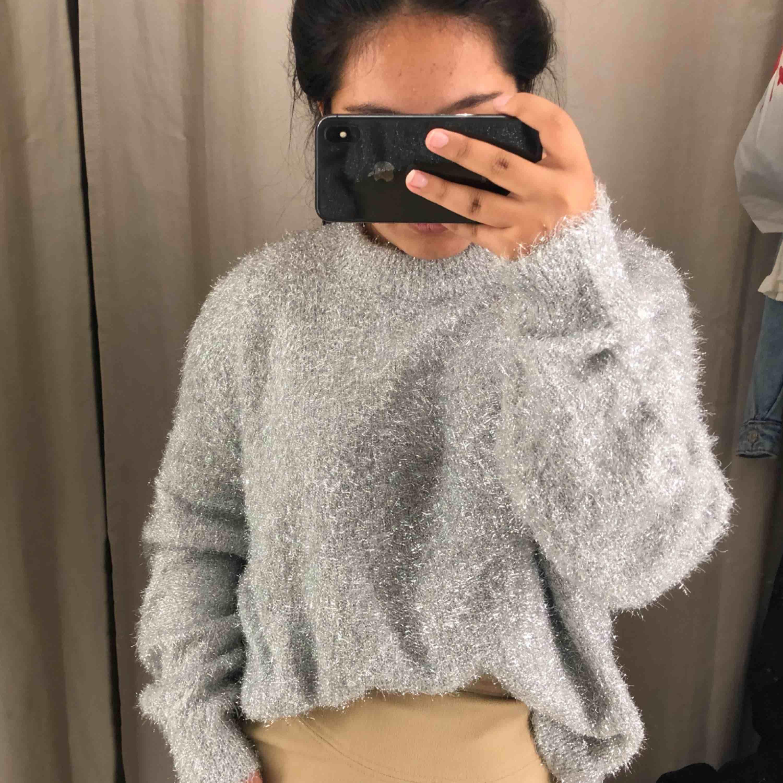 Säljer en oanvänd tröja från hm. Tröjor & Koftor.