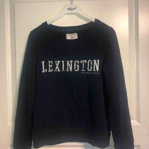 Mörkblå Lexington tröja i storlek XS som
