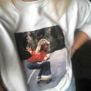 Skitsnygg tröja köpt i våras men tyvärr aldrig använd då jag köpte fel strl (storlek M)