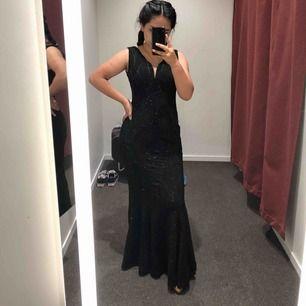 Maxi klänning är i stl 34 passar även jag som har 36 Pris kan diskuteras