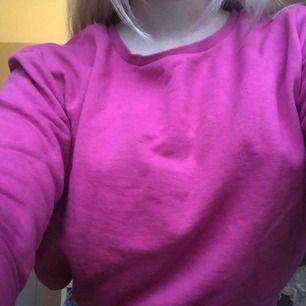 Söt sweatshirt som jag tyvärr aldrig hann använda :/