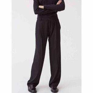 HOPE Soft trouser. Strl 36 men mer som en 38. Använda en gång. Polyester och elastan 5%. Nypris 1600:-. Unisex!