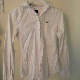 Skjorta i fint skick Använd ca 3 gånger alltså så gott som ny
