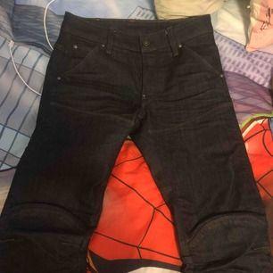 ETT par jeans från G-star 5620 3D Slim storlek 27 ... Nypris 999 säljer de för 120kr :)