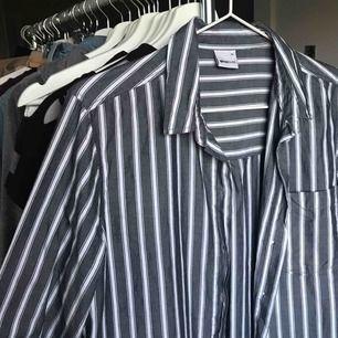 Superfin skjorta, knappt använt! Kan fraktas om du står för frakt, fråga ifall du har frågor!😊💕