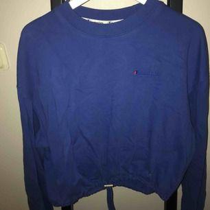 Champion sweatshirt från weekday. Har logga på bröstet samt längst ner på ena ärmen. Skriv vid fler frågor!🌟