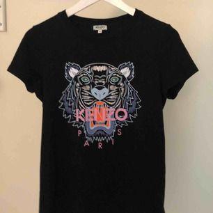 Kenzo T-shirt   Som ny  Köpt för 1000kr