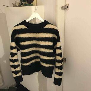 Jätte skön tröja från mango strl M, passar även S. Nypris: 299kr