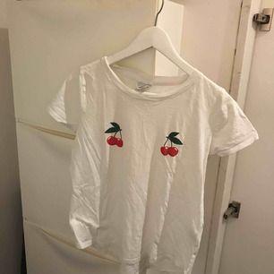 Söt tröja från Gina strl S