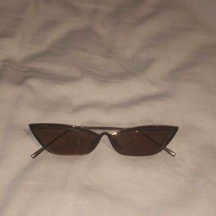 solglasögon från asos, aldrig använda. möts i stockholm eller fraktar.