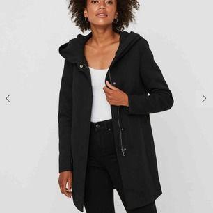Jättefin kappa från Vero Moda i fint skick inköpt förra hösten💕