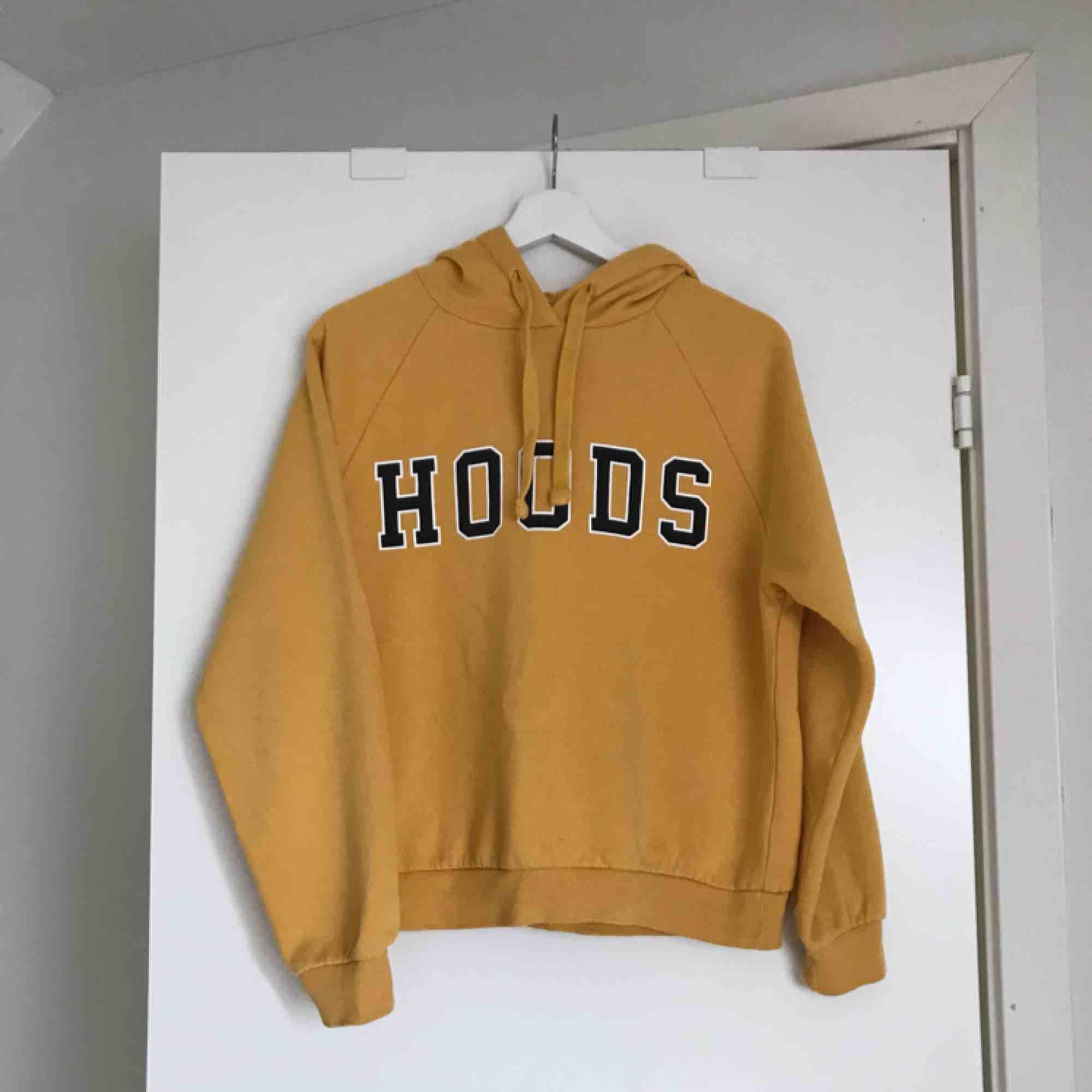 Hoodie från Gina Tricot 🌼. Huvtröjor & Träningströjor.