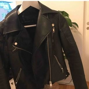 INTE äkta läder. inköpt för 799kr, från zara