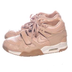 Beige/rosa sneakers från Nike i stl 38.5. Beställde nyss men inte riktigt min stil. Frakt 63 kr.