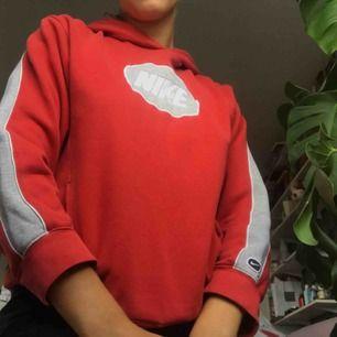 Cool huvtröja från Nike i barnstorlek men som en XS/S. Köpt på Humana second hand 😊 Priset inkl frakt!