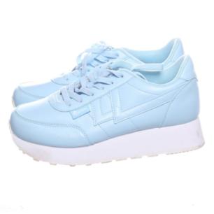 Ljusblå platåskor/sneakers i stl 39, endast testade pga inte riktigt min färg. Frakt 63 kr.