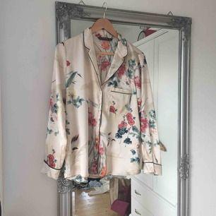 Oanvänd skjorta från Zara.  Frakt tillkommer🌸