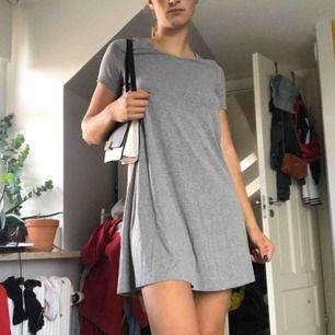 Supersöt t-shirtklänning från Vero Moda i strl XS men passar mig som är S bra🥰 priset inkl frakt