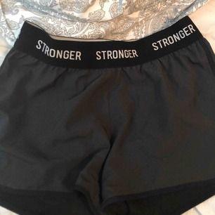 Limited edition shorts ifrån stronger! Storlek M men passar även S! Lite grå/svarta! 200kr + eventuell frakt!