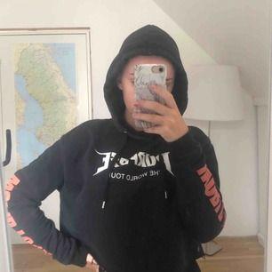Purpose hoodie från H&M. Cropad. Säljer då den är för liten. Betalas med swish.