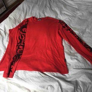 Fet tröja köpt second hand med 90's feeling