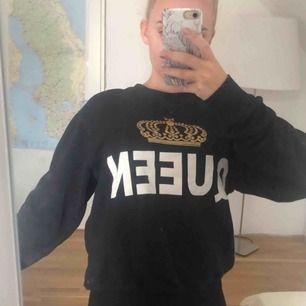 Sweatshirt köpt i London. Storlek XS men passar säkert S också. Använd 1 gång. Betalas med swish.