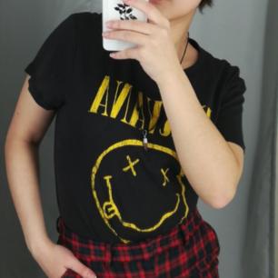 Nirvana t-shirt från H&M. Står storlek L men är mer som en S-M. 50kr + frakt💞