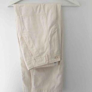 Oanvända Kroppade beiga byxor från gap, storlek: US 4, 34/36, 199kr + frakt