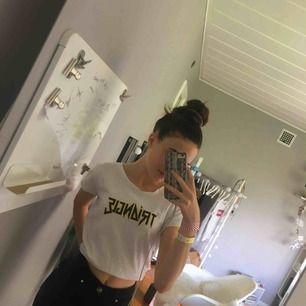 Jättefin t-shirt ifrån Gina tricot i storlek s passar även xs är lite oversize då.