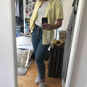 Perfekta momjeansen! Favvo jeansen men säljer nu pga för små🥰🥰 FRAKT: 55kr💓