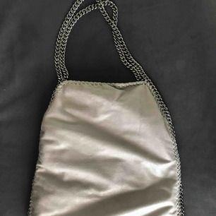 Stella McCartney liknande väska i grå