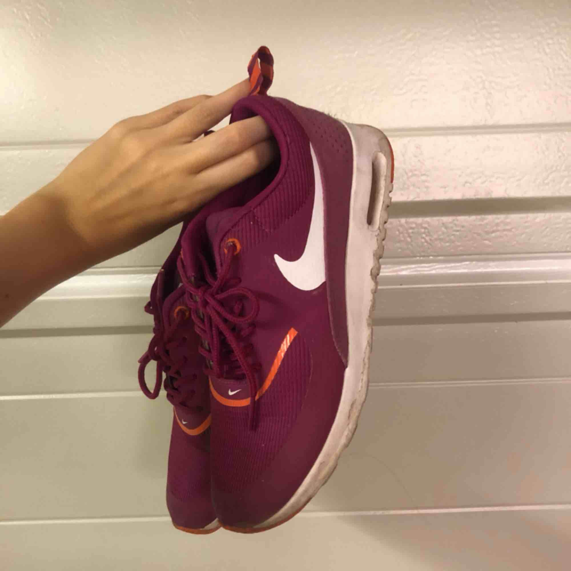 Snygga Nikes . Skor.