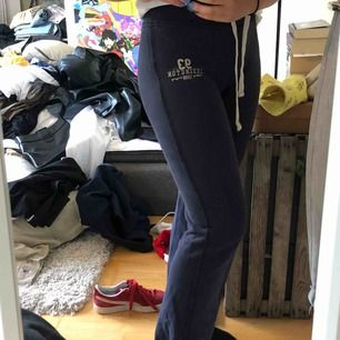 Blåa lexington mjukisbyxor👖 Raka med resor längst ner på byxorna:))  FRAKT: 59kr💓