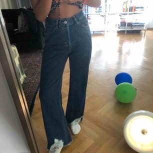 Jeans från mango i en lite större modell