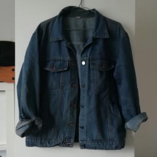 Finaste jeansjackan från soaestheticshop. Oversized S, så passar en M också!