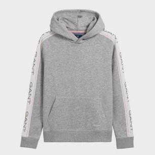 Säljer min superfina gant hoodie ifrån kidsbrandstore. Använd ca 2 gånger så den är så gott som ny! Sitter som en S💖💖