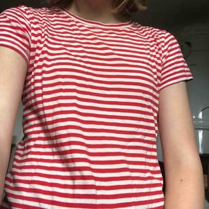 Rödvit-randig t-shirt från H&M, har inte använt den så mycket.