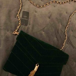 Mörk grön sammets väska från kapphl Aldrig använd