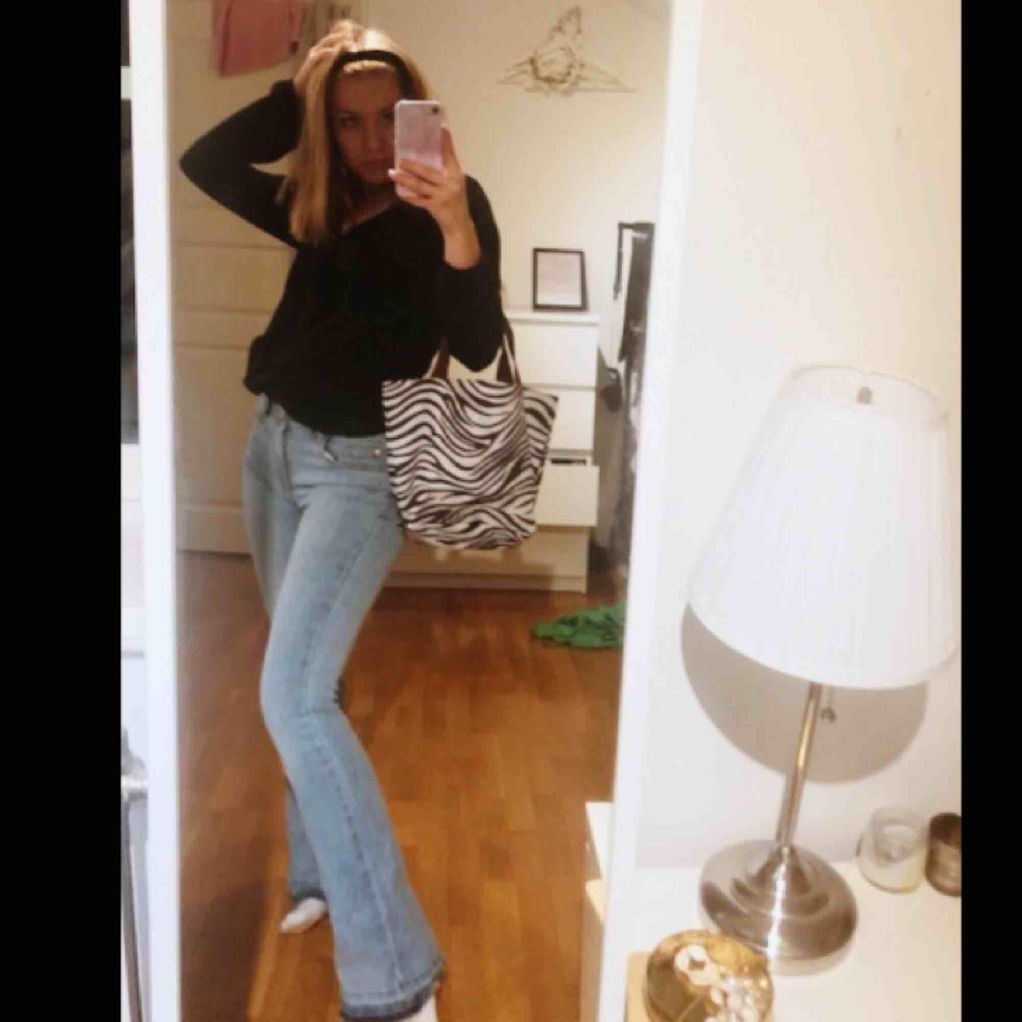 SNYGGASTE JEANSEN! Egentligen från Cubus stl 164 men passar xs!! . Jeans & Byxor.