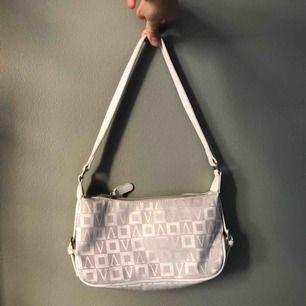 Second hand shoulderbag från vezzano i asbra skick! Köparen står för fraktkostnader!🥰