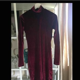Oanvänd klänning från chiquelle, riktigt mysigt och skönt tyg.