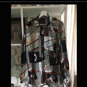 Köpt på second hand, härlig oversize skjorta